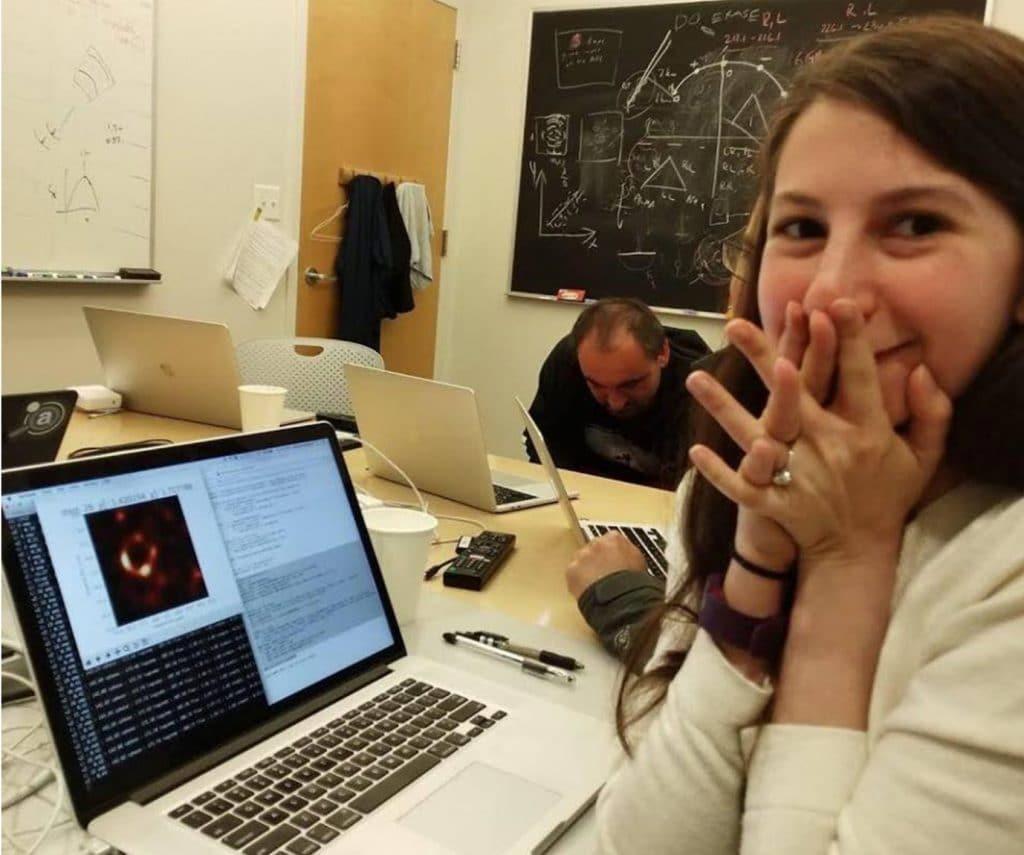 人类首次拍摄到黑洞